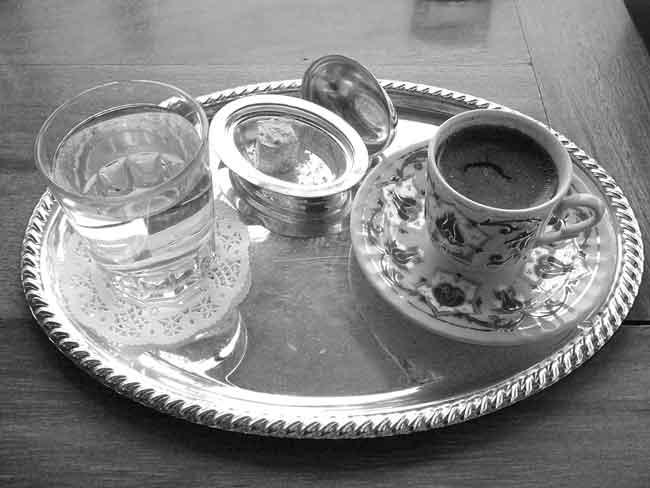 Türk kahvesi neden su konulur
