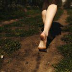 Çıplak ayakla toprağa basmak