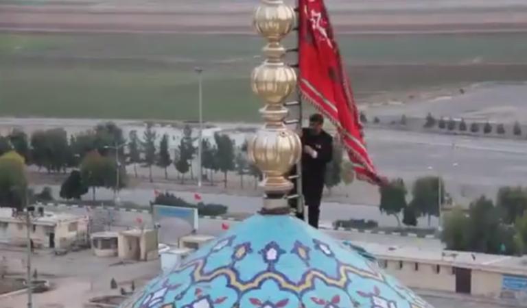 İran'da 'İntikam bayrağı' göndere çekildi
