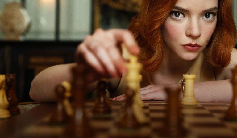 'Erkeklerin' satranç dünyasına bomba gibi düşen bir kadının hikayesi: The Queen's Gambit!