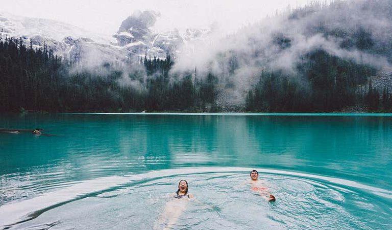 Buz gibi soğuk suda yüzme sporunun yararları neler? Riskleri var mı?